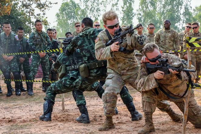 Tướng Mỹ: Quên Iran đi, vũ khí và binh lính Mỹ đang ồ ạt triển khai đến Thái Bình Dương - Ảnh 1.