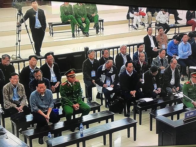 Phan Văn Anh Vũ bị tuyên 25 năm tù,  2 cựu Chủ tịch Đà Nẵng lĩnh 12 và 17 năm tù - Ảnh 4.