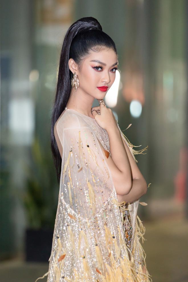 Hoa hậu Lương Thùy Linh vấp ngã trên thảm đỏ - Ảnh 11.
