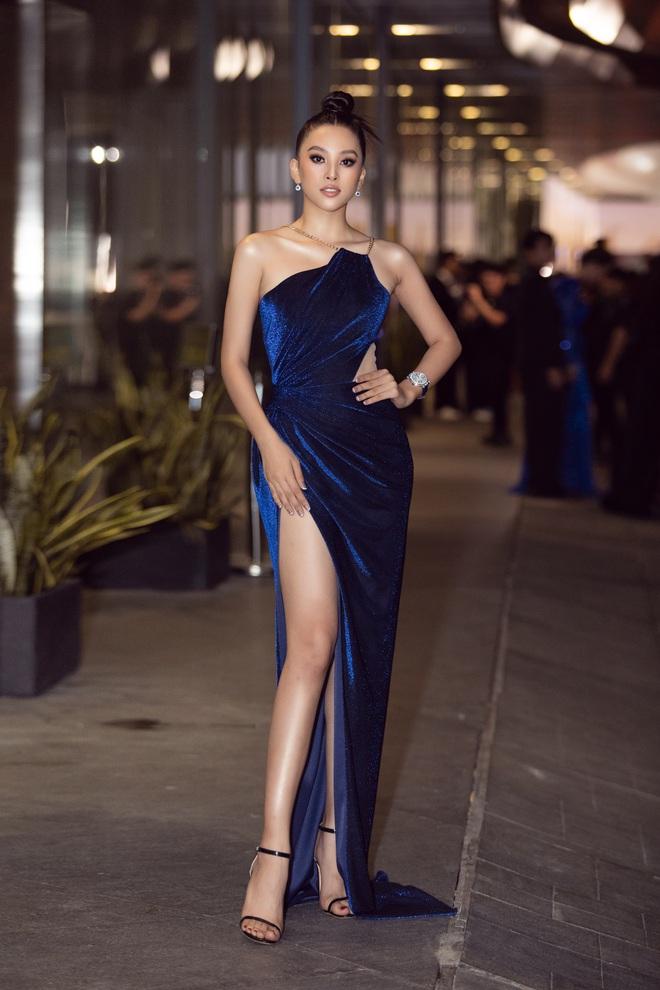 Hoa hậu Lương Thùy Linh vấp ngã trên thảm đỏ - Ảnh 5.