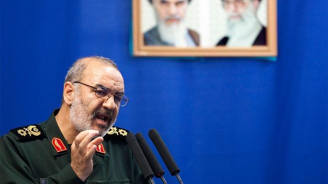 Iran chấn động vì biểu tình, ông Trump đổ thêm dầu vào lửa bằng thông điệp cực kỳ gay gắt - Ảnh 4.