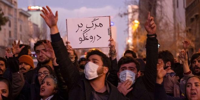 Biểu tình rung chuyển Iran: Vừa mới đoàn kết vì Mỹ, người dân lại chia rẽ vì quyết định rúng động của IRGC - Ảnh 3.