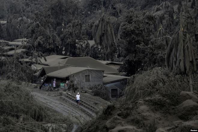 24h qua ảnh: Nông dân Việt Nam cấy lúa trên ruộng bậc thang - Ảnh 11.