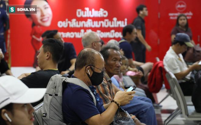 Thầy Park mệt mỏi, U23 Việt Nam lặng lẽ về Bangkok chuẩn bị quyết đấu Triều Tiên