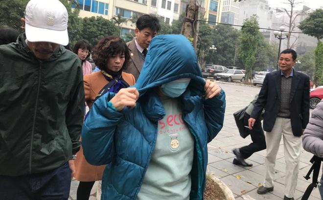 Vụ bé trai trường Gateway bị bỏ quên trên xe: Nữ giáo viên khóc nức nở, ngã quỵ trước bục khai báo