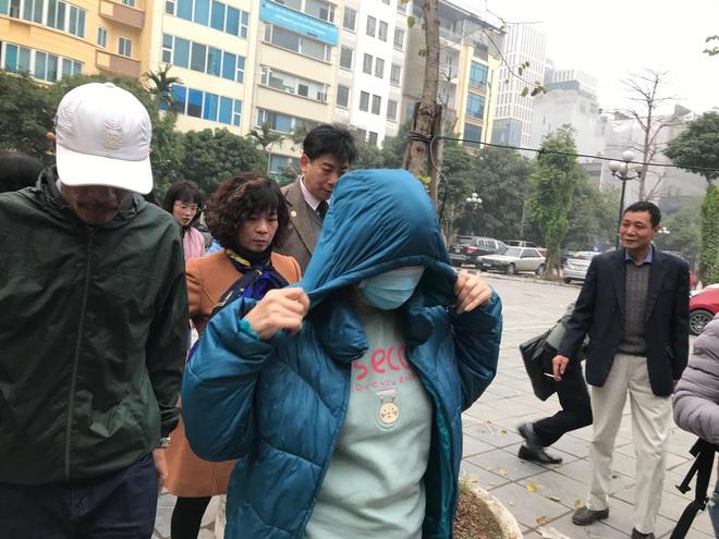 Vụ bé trai trường Gateway bị bỏ quên trên xe: Nữ giáo viên khóc nức nở, ngã quỵ trước bục khai báo - Ảnh 14.