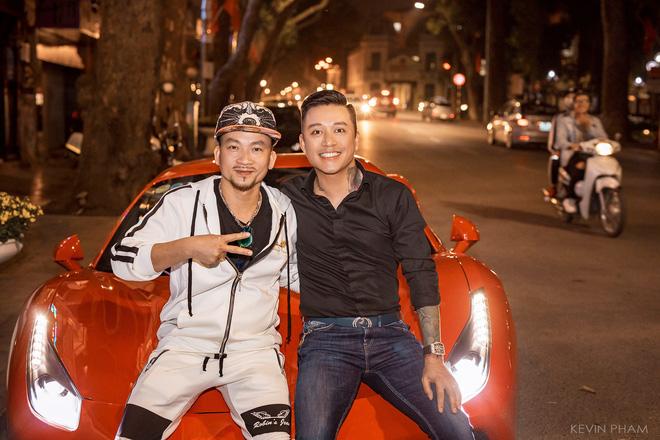 Tuấn Hưng thân thiết với vua Poker thế giới Quí Nguyễn - Ảnh 1.