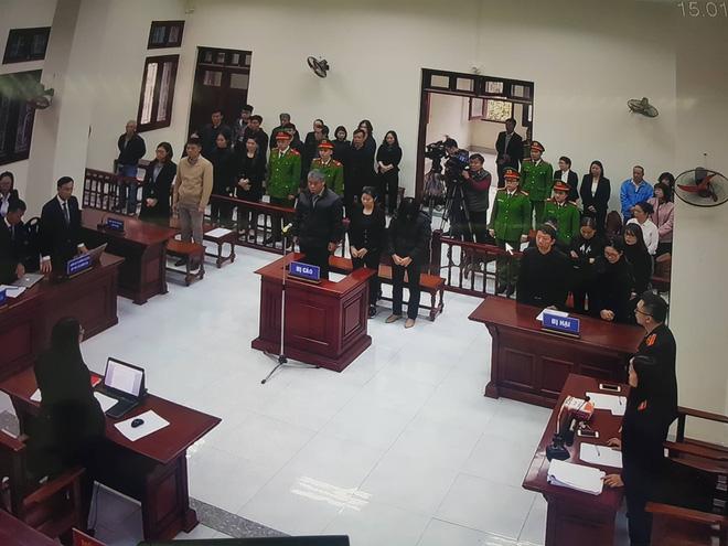 Tuyên án vụ nam sinh trường Gateway tử vong trên xe đưa đón: Tài xế Doãn Quý Phiến 15 tháng tù, Nguyễn Bích Quy 24 tháng tù - Ảnh 4.