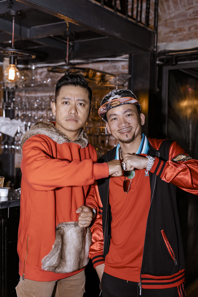 Tuấn Hưng thân thiết với vua Poker thế giới Quí Nguyễn - Ảnh 4.