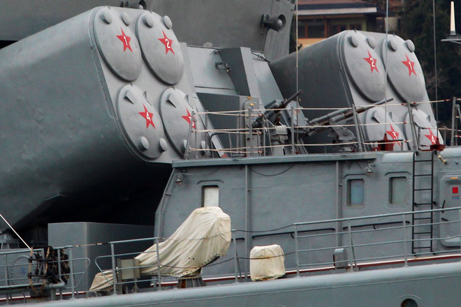 Tàu chiến Nga rẽ sóng, nối đuôi nhau tiến vào Địa Trung Hải: Sắp có biến lớn? - Ảnh 3.