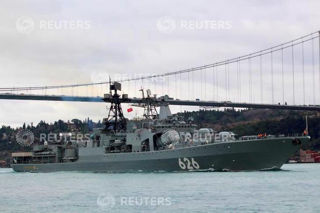 Tàu chiến Nga rẽ sóng, nối đuôi nhau tiến vào Địa Trung Hải: Sắp có biến lớn? - Ảnh 2.