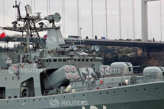 Tàu chiến Nga rẽ sóng, nối đuôi nhau tiến vào Địa Trung Hải: Sắp có biến lớn? - Ảnh 1.