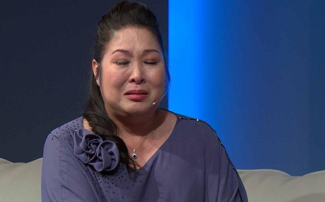 NSND Hồng Vân bật khóc nức nở trước hoàn cảnh éo le của người mẹ 2 con