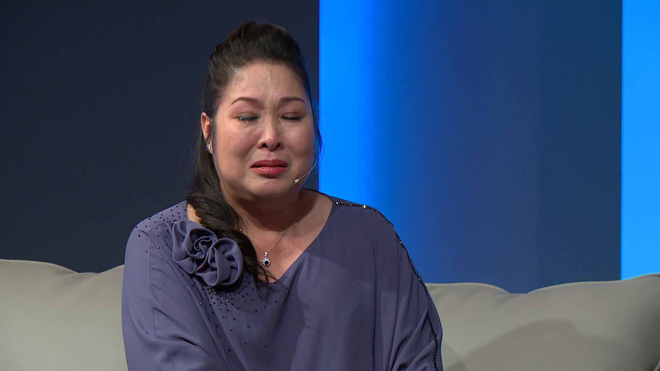 NSND Hồng Vân bật khóc nức nở trước hoàn cảnh éo le của người mẹ 2 con - Ảnh 4.