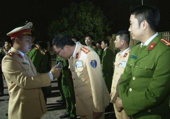 Phó Giám đốc Công an Ninh Bình làm trưởng đoàn kiểm tra nồng độ cồn cán bộ công an - Ảnh 1.