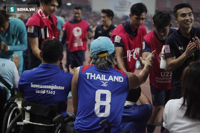 U23 Thái Lan ăn mừng cực sung, tri ân nhóm CĐV đặc biệt sau tấm vé lịch sử ở U23 châu Á - Ảnh 5.
