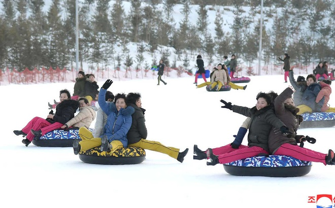 24h qua ảnh: Người dân Triều Tiên vui chơi trong khu nghỉ dưỡng