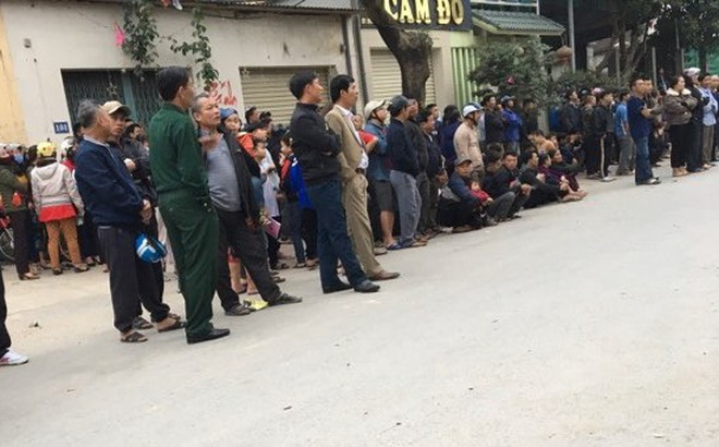 """Bắt sới bạc """"khủng"""" trong quán karaoke ở Nghệ An, đưa gần 100 người về trụ sở"""