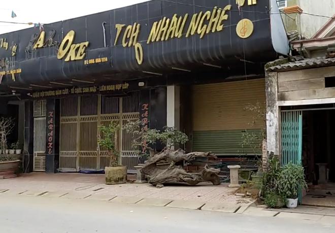 Bắt sới bạc khủng trong quán karaoke ở Nghệ An, đưa gần 100 người về trụ sở - Ảnh 1.