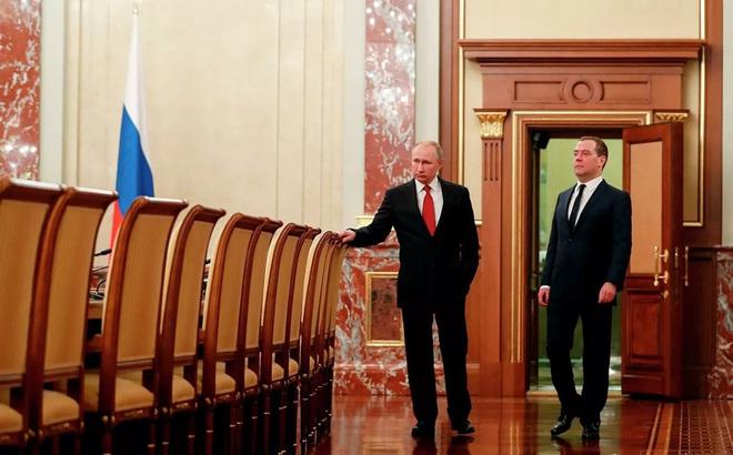 Thủ tướng Nga Medvedev tuyên bố giải tán chính phủ ngay sau Thông điệp Liên bang của Tổng thống Putin