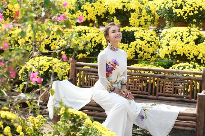 Phương Thảo làm vợ Tiến Lộc trong MV mới - Ảnh 1.