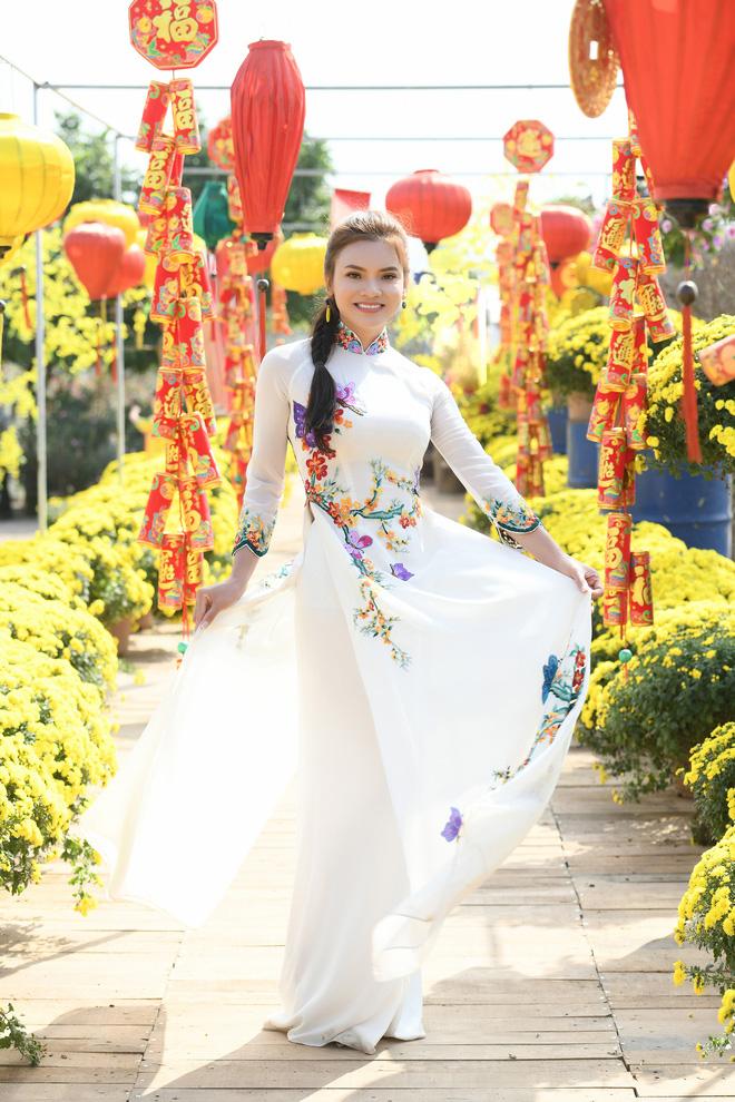Phương Thảo làm vợ Tiến Lộc trong MV mới - Ảnh 2.