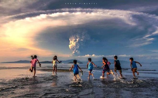 Loạt ảnh ấn tượng về núi lửa phun trào ở Philippines: Rất hùng vĩ nhưng cũng vô cùng khủng khiếp