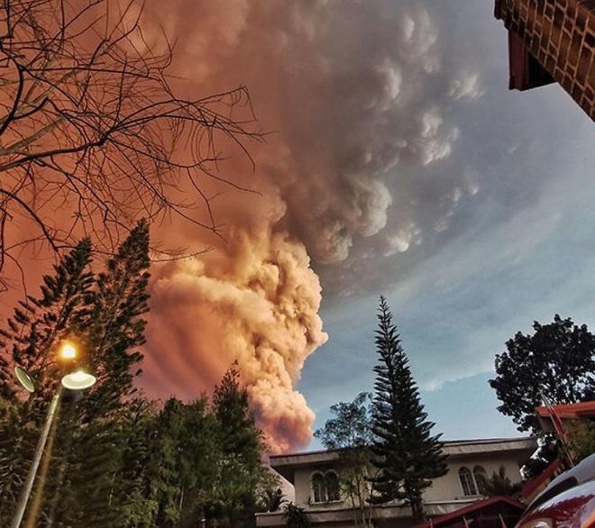 Loạt ảnh ấn tượng về núi lửa phun trào ở Philippines: Rất hùng vĩ nhưng cũng vô cùng khủng khiếp - Ảnh 12.