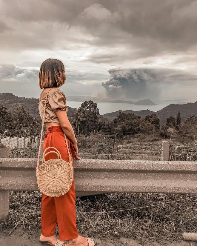 Loạt ảnh ấn tượng về núi lửa phun trào ở Philippines: Rất hùng vĩ nhưng cũng vô cùng khủng khiếp - Ảnh 14.
