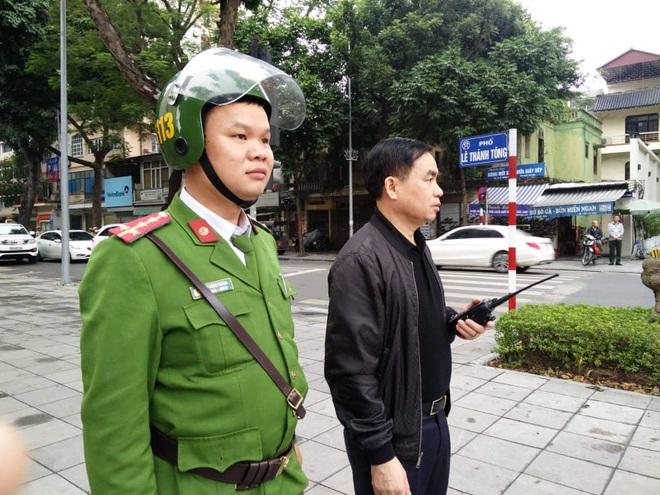 Thủ tướng Nguyễn Xuân Phúc tới viếng 3 chiến sĩ hy sinh ở Đồng Tâm - Ảnh 4.