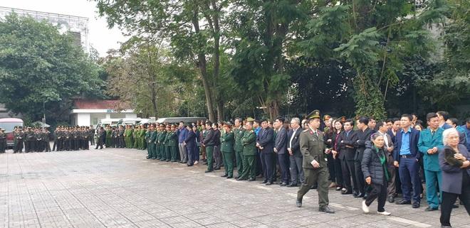 Thủ tướng Nguyễn Xuân Phúc tới viếng 3 chiến sĩ hy sinh ở Đồng Tâm - Ảnh 6.
