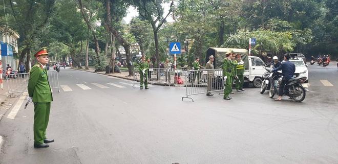 Thủ tướng Nguyễn Xuân Phúc tới viếng 3 chiến sĩ sỹ hy sinh ở Đồng Tâm - Ảnh 5.
