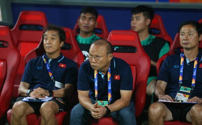"""Vòng loại World Cup: Đối thủ rầm rộ chiêu mộ """"bom tấn"""", thầy Park gặp nhiều khó khăn"""