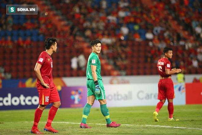 Bùi Tiến Dũng mắc lỗi tai hại khiến U23 Việt Nam nhận bàn thua ngỡ ngàng - Ảnh 4.