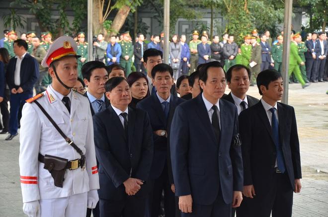 Thủ tướng Nguyễn Xuân Phúc tới viếng 3 chiến sĩ sỹ hy sinh ở Đồng Tâm - Ảnh 8.