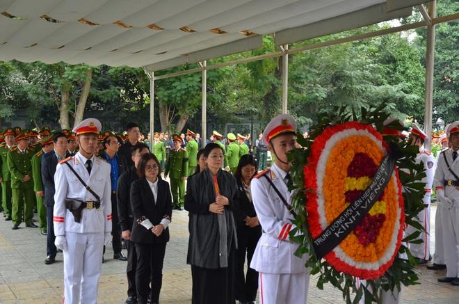 Thủ tướng Nguyễn Xuân Phúc tới viếng 3 chiến sĩ hy sinh ở Đồng Tâm - Ảnh 9.