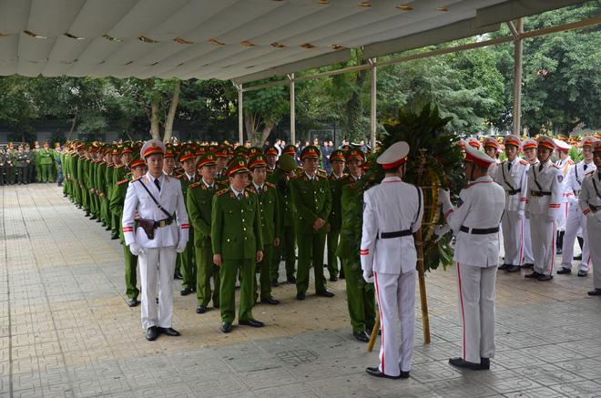 Thủ tướng Nguyễn Xuân Phúc tới viếng 3 chiến sĩ sỹ hy sinh ở Đồng Tâm - Ảnh 12.