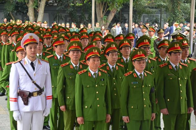 Thủ tướng Nguyễn Xuân Phúc tới viếng 3 chiến sĩ sỹ hy sinh ở Đồng Tâm - Ảnh 13.