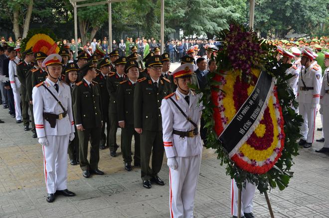 Thủ tướng Nguyễn Xuân Phúc tới viếng 3 chiến sĩ sỹ hy sinh ở Đồng Tâm - Ảnh 14.