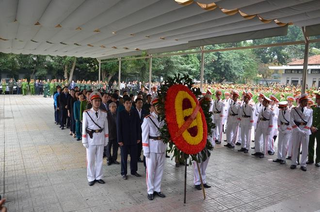 Thủ tướng Nguyễn Xuân Phúc tới viếng 3 chiến sĩ sỹ hy sinh ở Đồng Tâm - Ảnh 15.