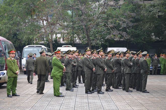 Thủ tướng Nguyễn Xuân Phúc tới viếng 3 chiến sĩ hy sinh ở Đồng Tâm - Ảnh 16.