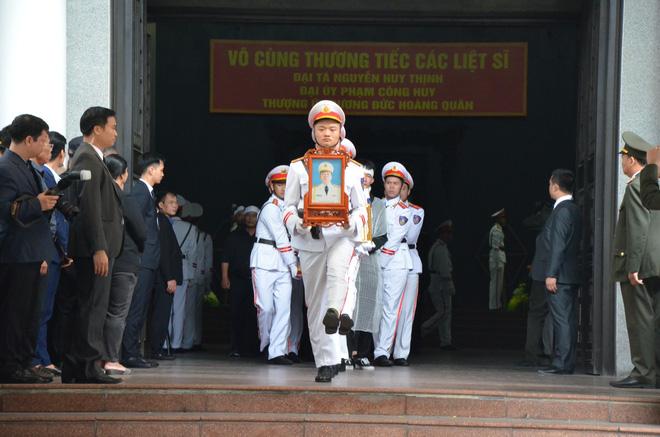 Nghẹn ngào tiễn đưa 3 liệt sĩ hy sinh tại Đồng Tâm - Ảnh 3.
