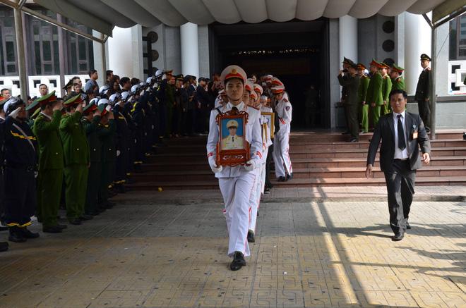 Nghẹn ngào tiễn đưa 3 liệt sĩ hy sinh tại Đồng Tâm - Ảnh 8.