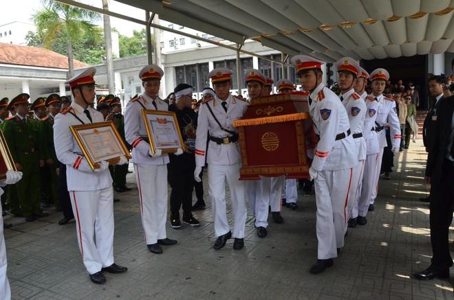 Nghẹn ngào tiễn đưa 3 liệt sĩ hy sinh tại Đồng Tâm - Ảnh 10.