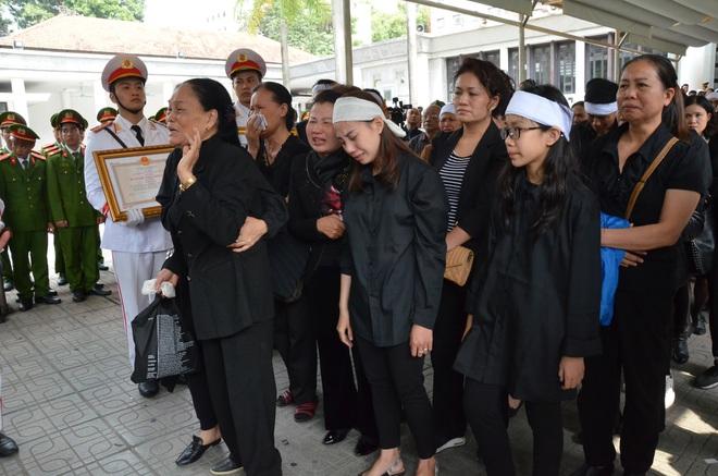 Nghẹn ngào tiễn đưa 3 liệt sĩ hy sinh tại Đồng Tâm - Ảnh 11.