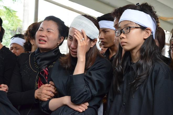 Nghẹn ngào tiễn đưa 3 liệt sĩ hy sinh tại Đồng Tâm - Ảnh 12.