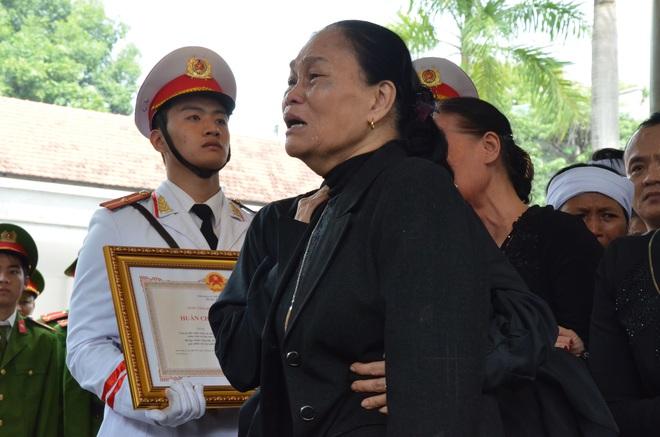 Nghẹn ngào tiễn đưa 3 liệt sĩ hy sinh tại Đồng Tâm - Ảnh 14.