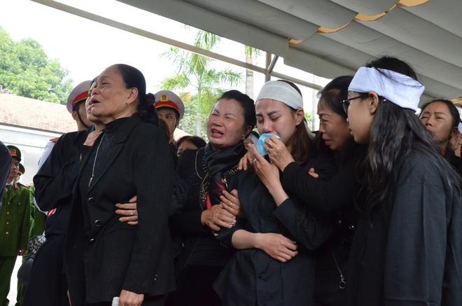 Nghẹn ngào tiễn đưa 3 liệt sĩ hy sinh tại Đồng Tâm - Ảnh 15.