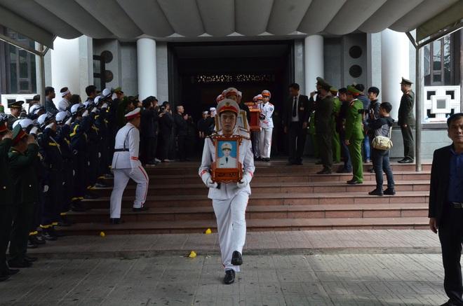 Nghẹn ngào tiễn đưa 3 liệt sĩ hy sinh tại Đồng Tâm - Ảnh 16.