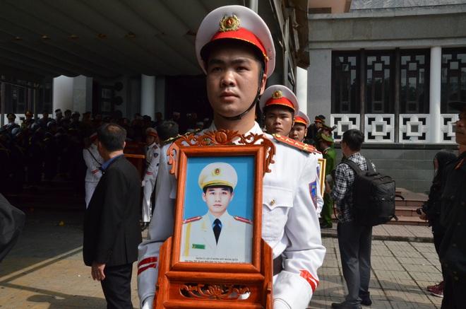 Nghẹn ngào tiễn đưa 3 liệt sĩ hy sinh tại Đồng Tâm - Ảnh 17.